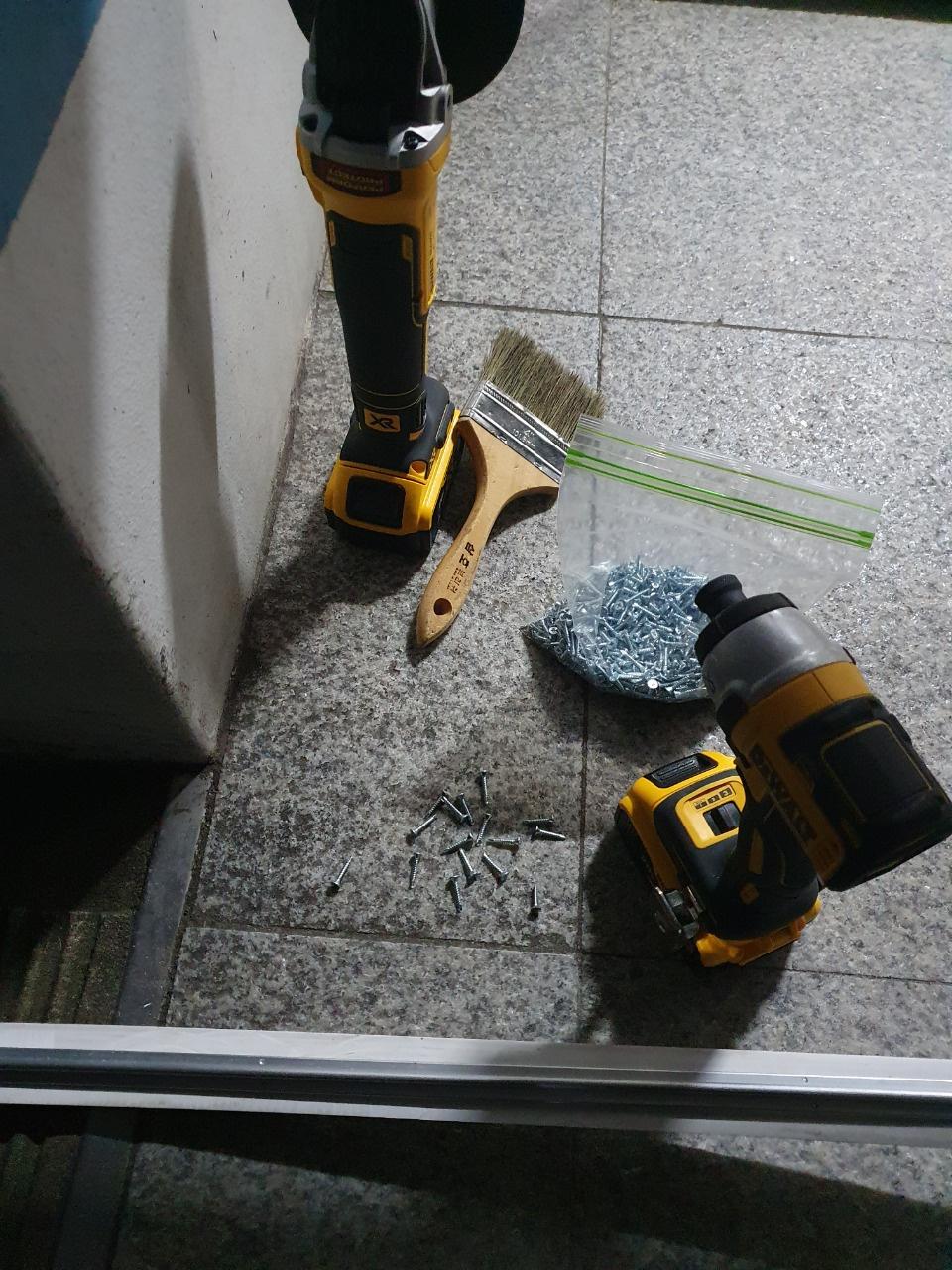 선재방충망 코킹방수 천장건조대 현관롤자동방충망사진