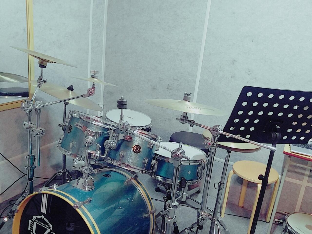 드럼.기타.보컬.연습실.피아노.색소폰.작곡.베이스 실용음악전문