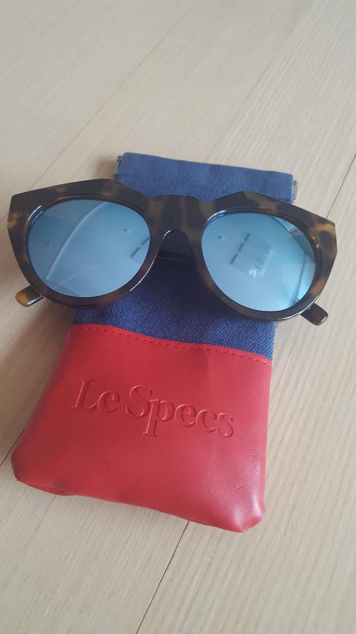 Le specs 선글라스