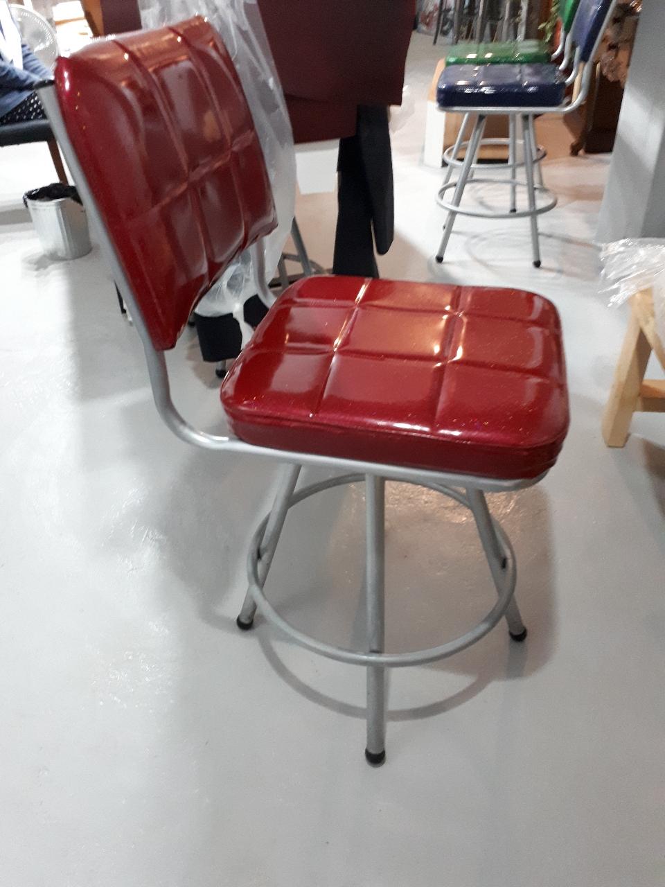 이쁜 바의자