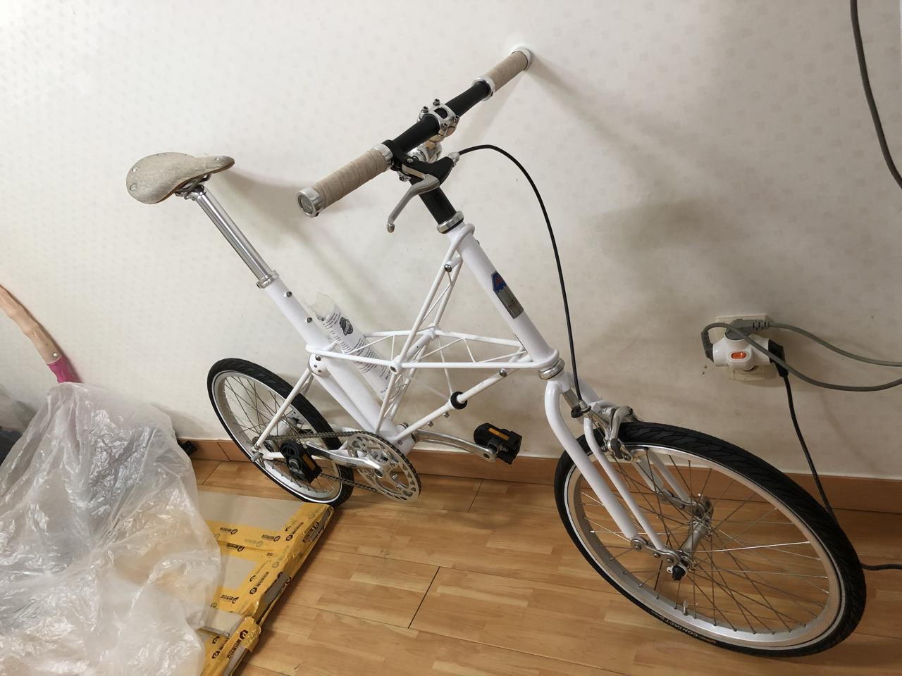 [쿨거래할인] Moulton Tsr2 화이트 색상 몰튼자전거 미니벨로  새상품 서울지역 직거래