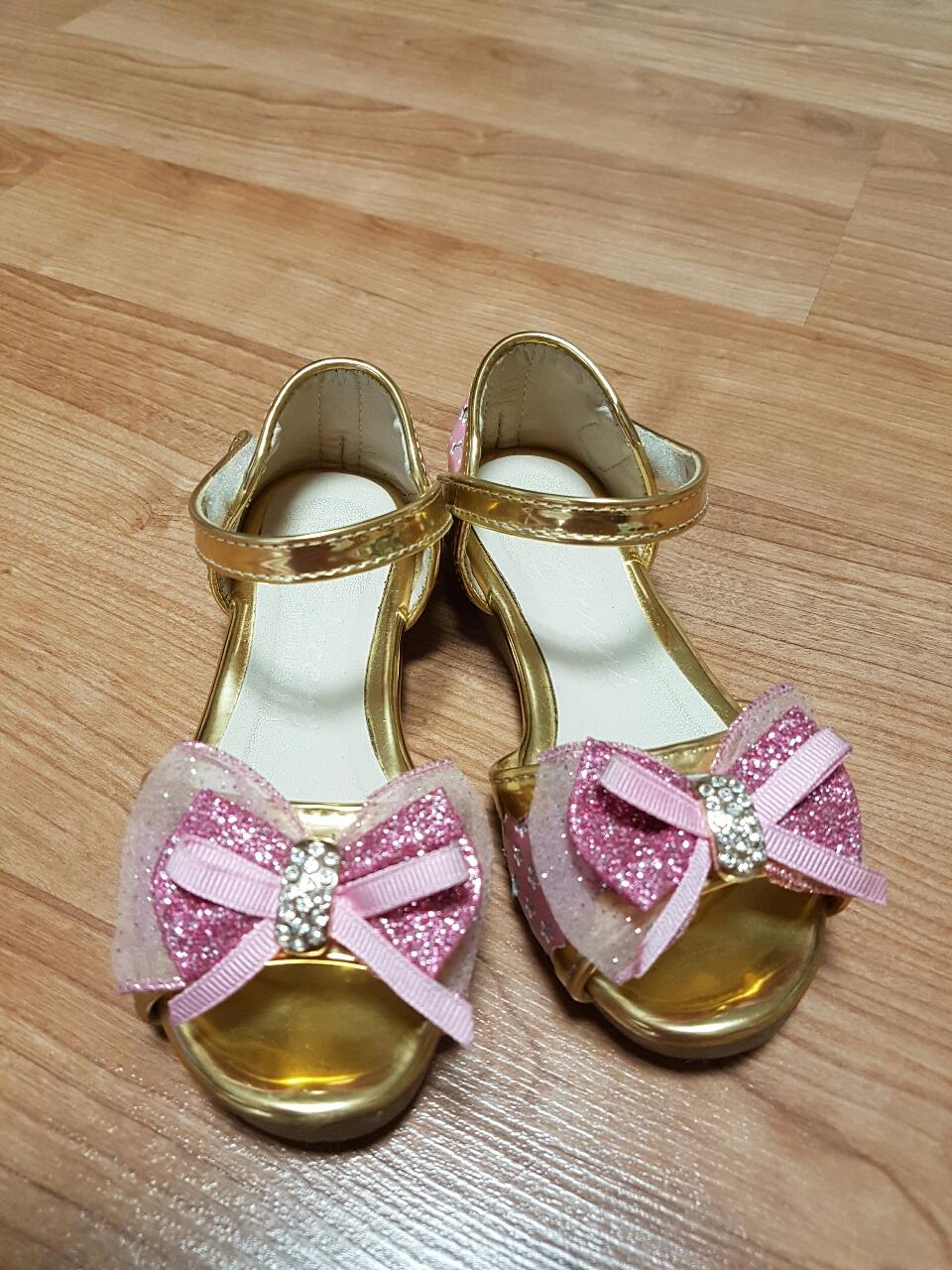 아동 여름 신발  가져 가세요.