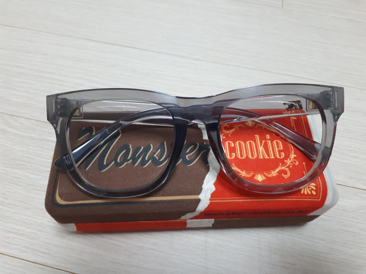 몬스터쿠키 반투명뿔떼 안경테 팔아요