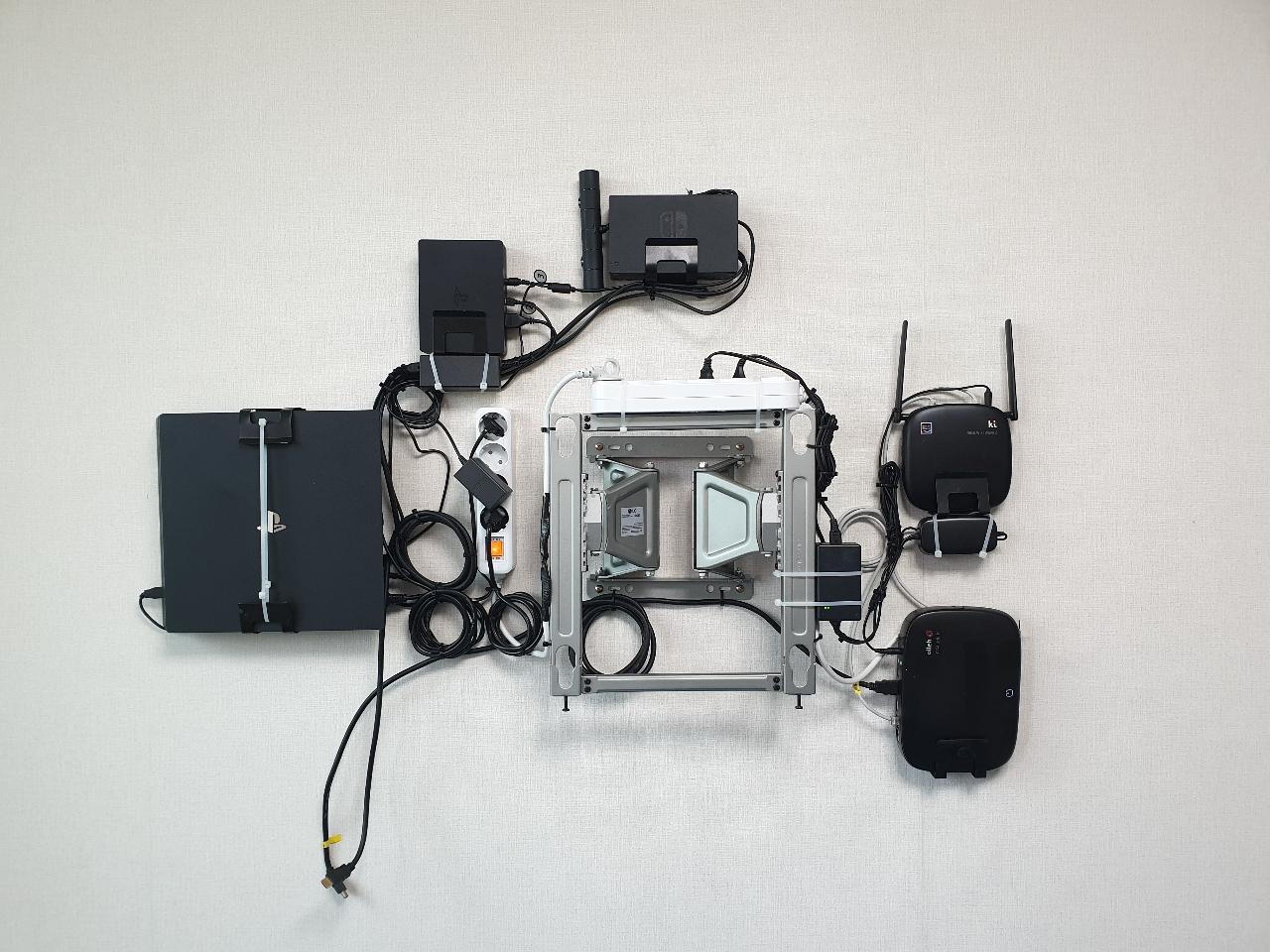 벽걸이TV설치,셋탑박스매립,선없는티비,빔프로젝트설치,천정형티비,LED시계판매,LED시계매립설치