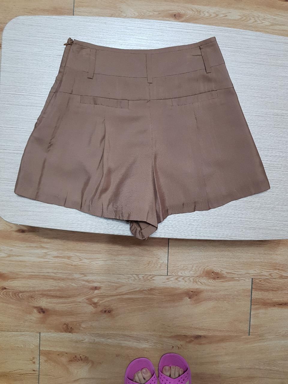 (백화점 브랜드 새옷) 날씬해보이는 고급 옷감 여름 반바지 2종