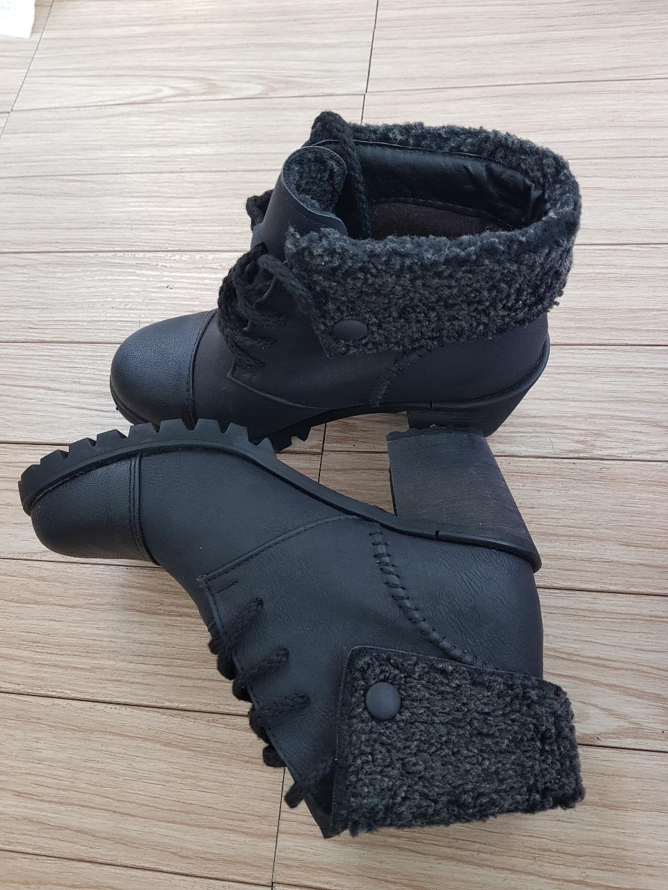 부츠 245mm  겨울용 6cm정도굽높이 사용감없는 새신발