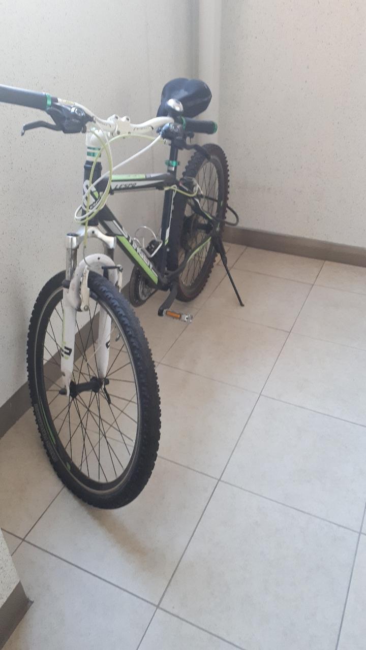 산악자전거 스팅거100팝니다(자전거무게가 아주가벼워요)