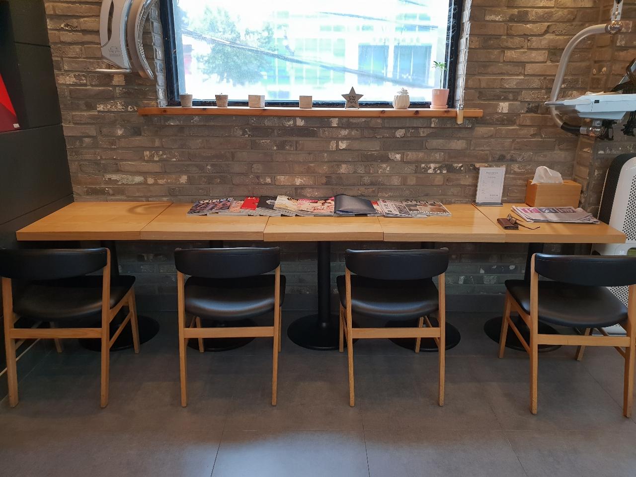 서초동 카페 의자 테이블