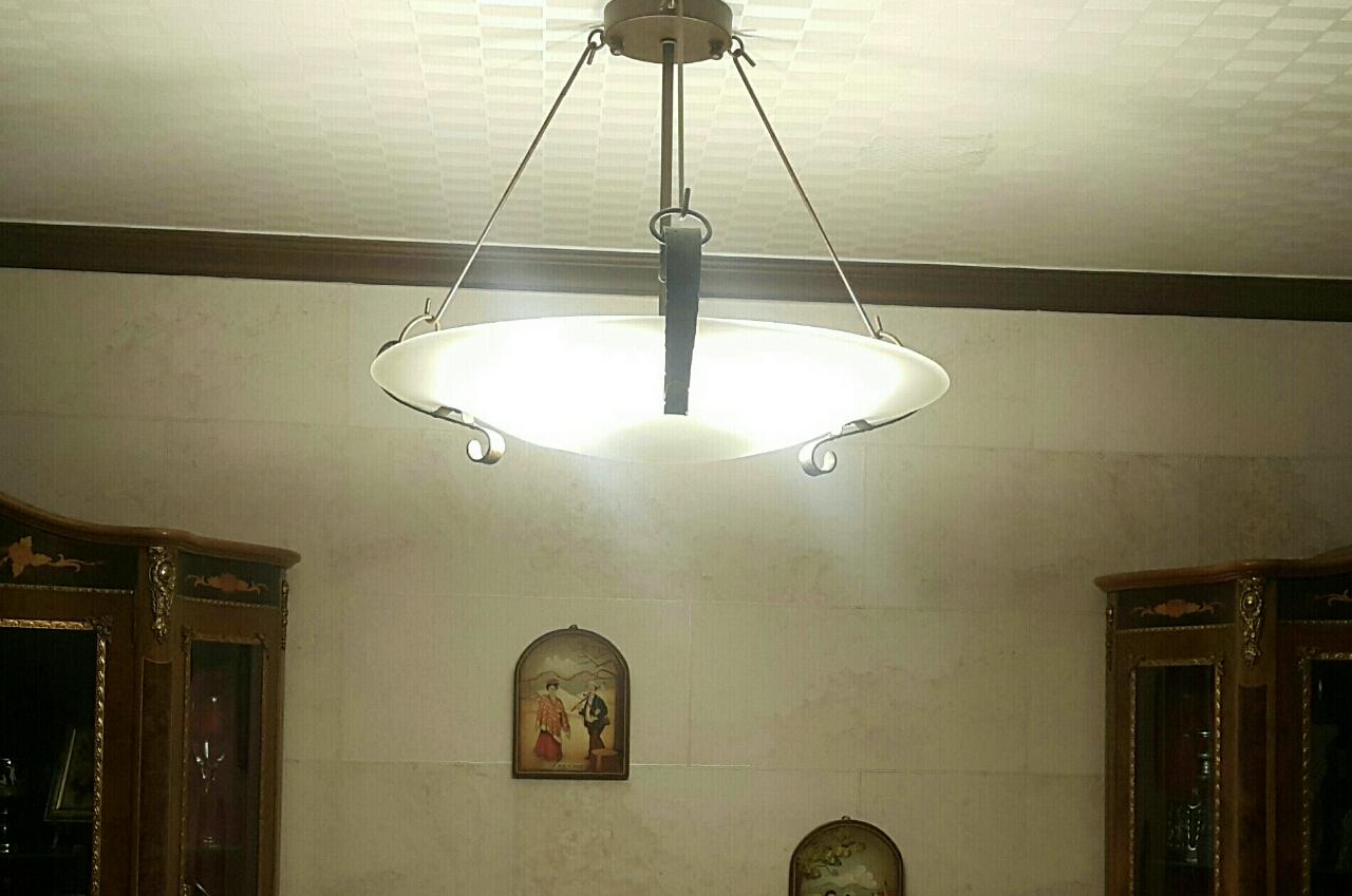 엔틱한 식탁등(첫번째 사진 참고용~저희 식탁등)저는 LED로 전구만 바꿔서 쓰고 있음.아주 저렴히 내놔요.