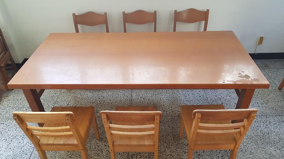 목재테이블 및 의자 6개