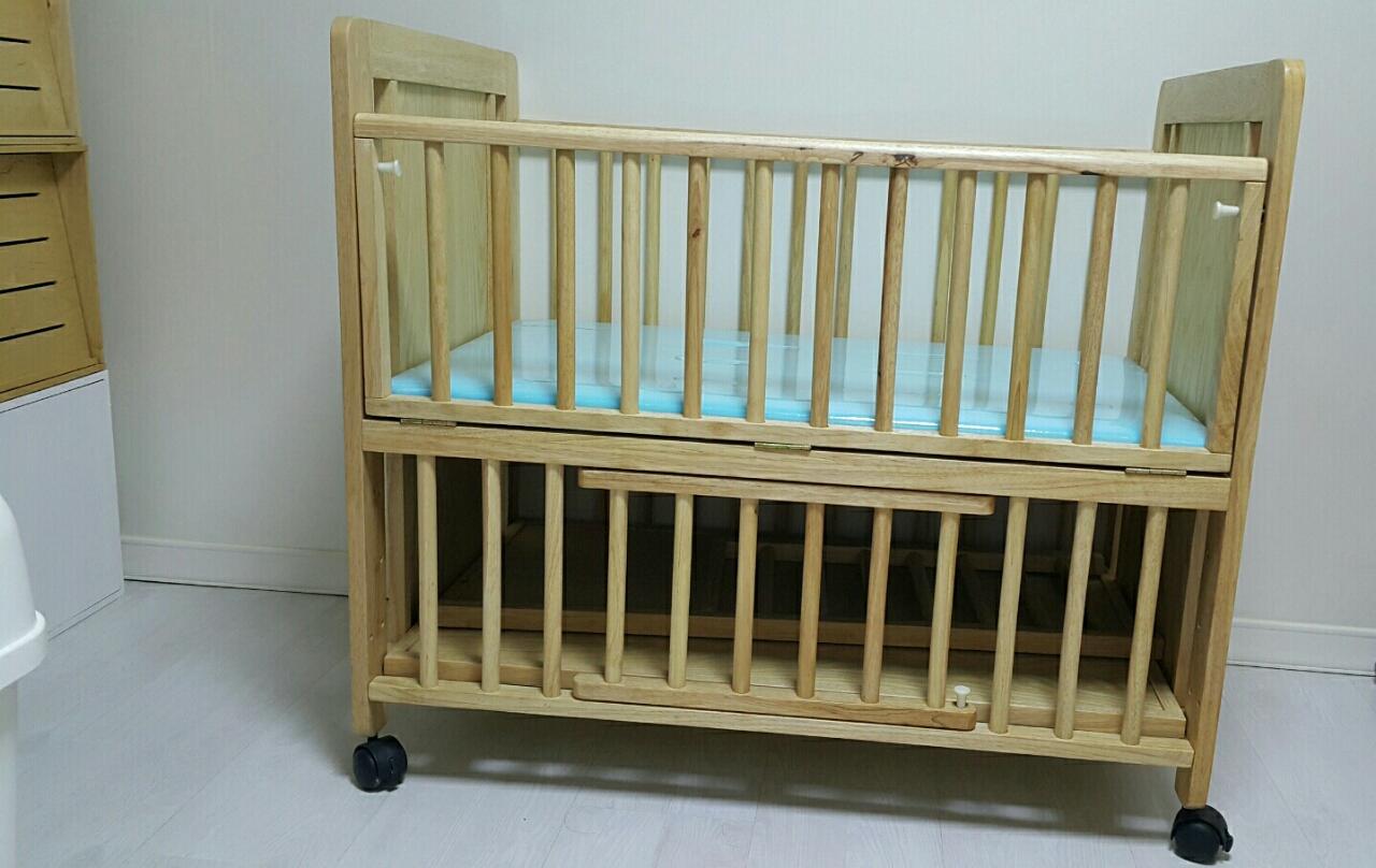 아이침대,토들러침대,쇼파,책상까지 다양하게 변신하고,신생아~성인까지 사용가능한 원목침대필요하신분~