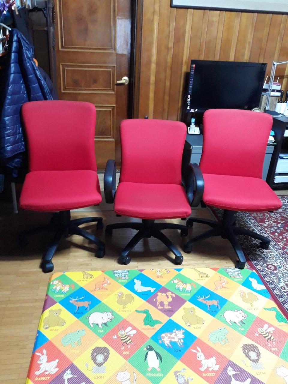 바퀴달린 의자 3개 6만원 (팔걸이 있는것 1개, 팔걸이 없는것 2개)