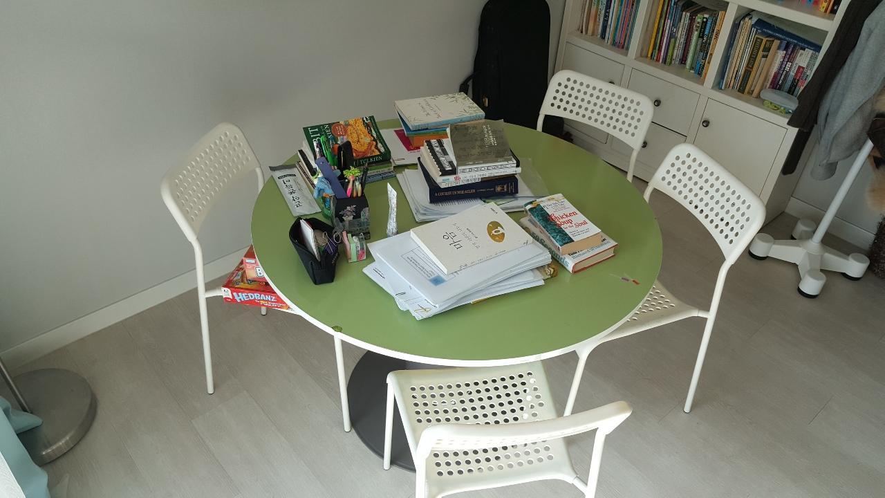 [팝니다] 원형 테이블과 의자 팝니다