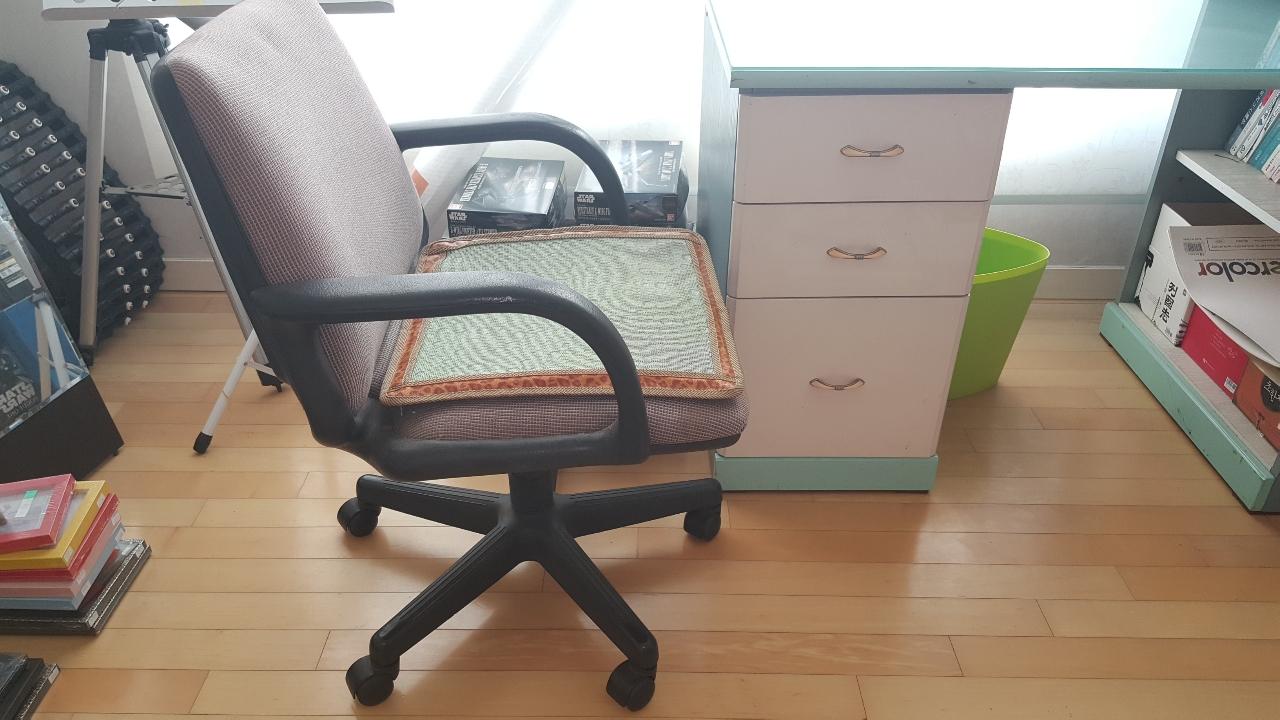 [팝니다, 오만원] 학생용 책상, 의자 팝니다..