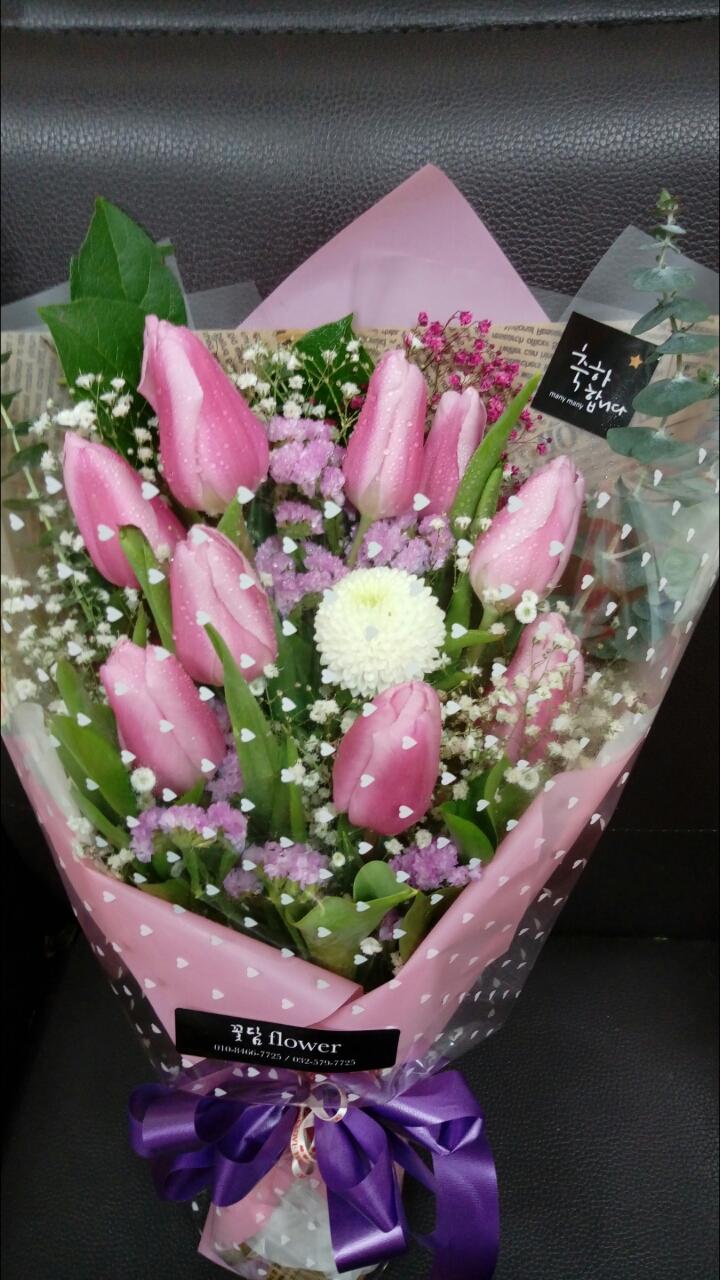 졸업식생화꽃다발 주문받습니다 예쁘게만들어드려요  꽃다발은 이틀전에 주문해주시면 원하시는대로  조정가능합니다