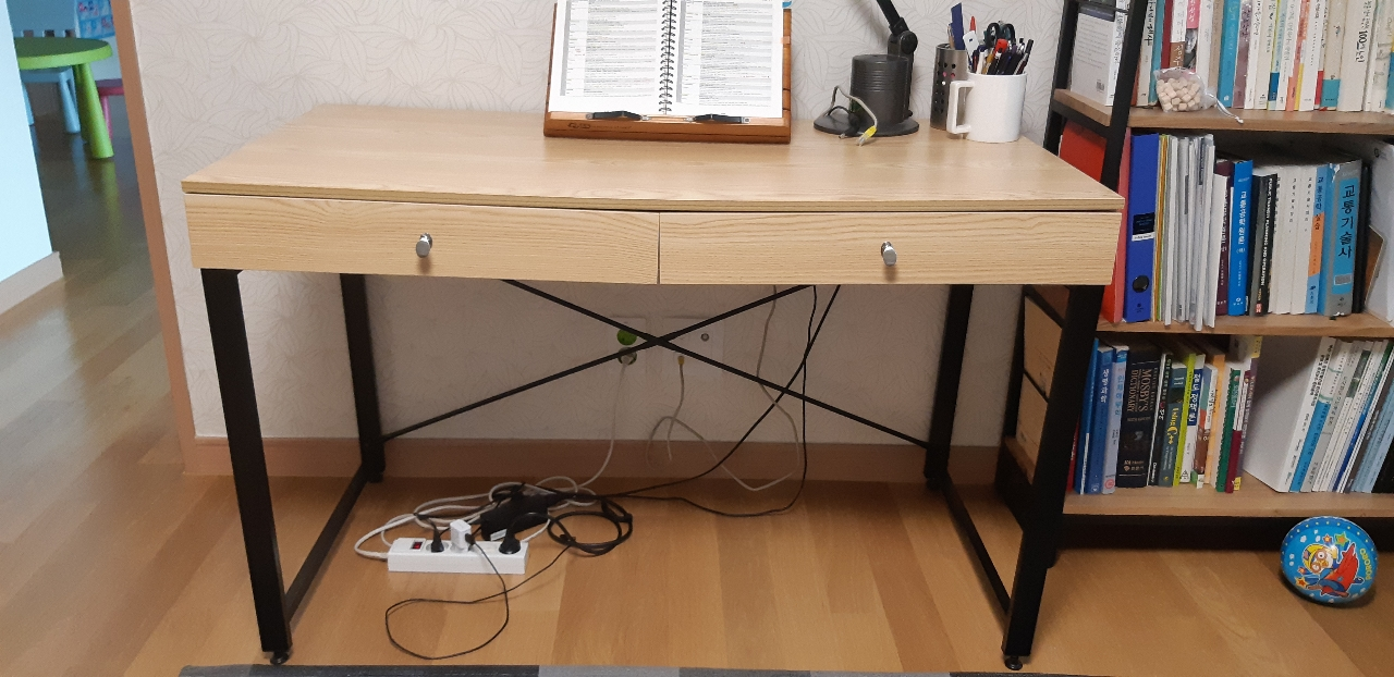 (드림) 책상 드려요.