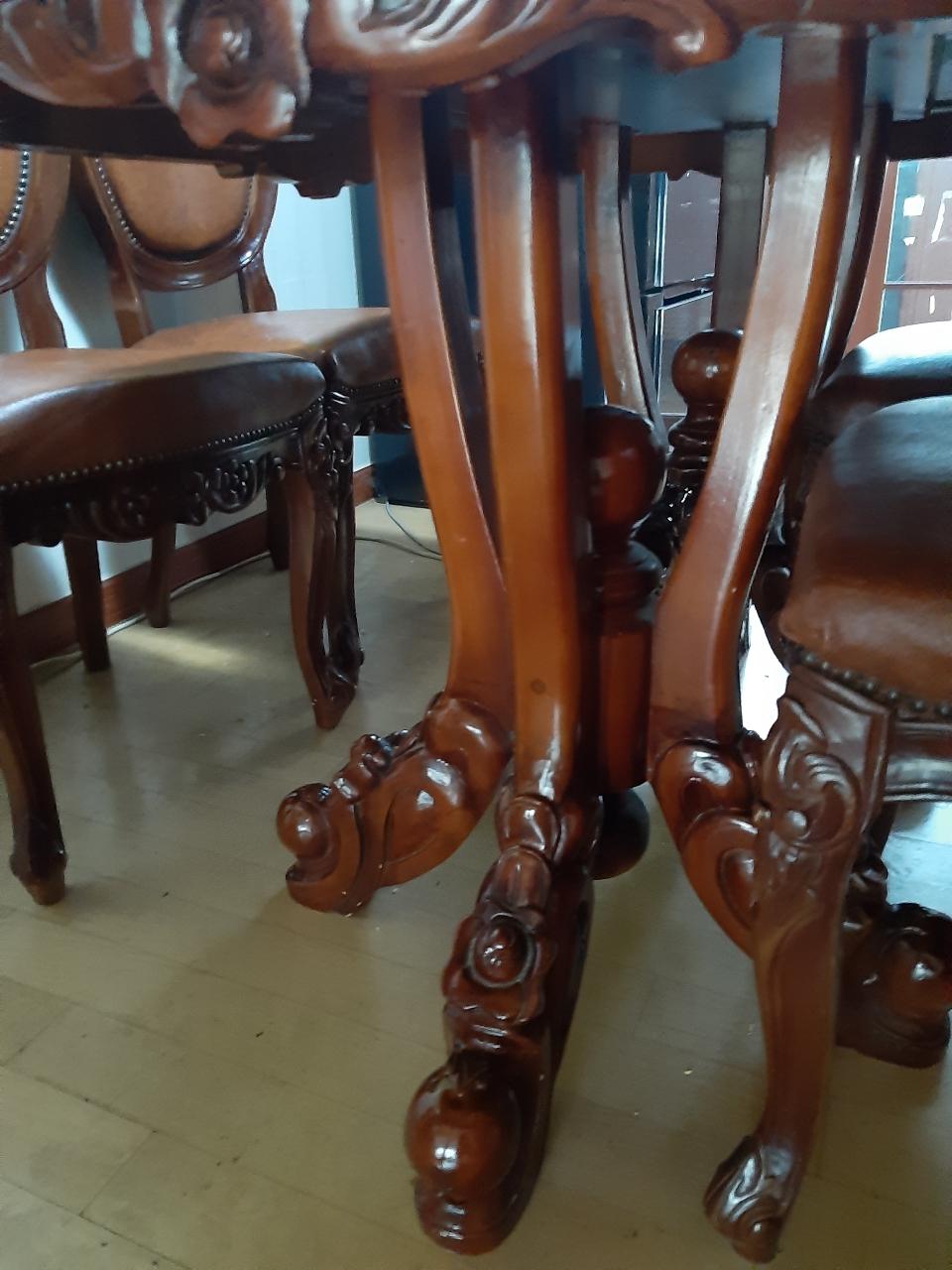 엔틱식탁 및 의자 4개