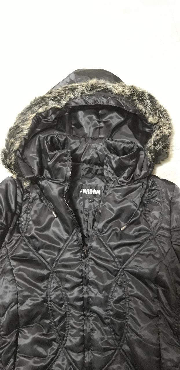 선물받은 새옷인데 맞지않아 주인찾습니다. 솜패딩이고 초겨울에입으면 좋을것같고 모자달린 검정색짧은패딩입니다