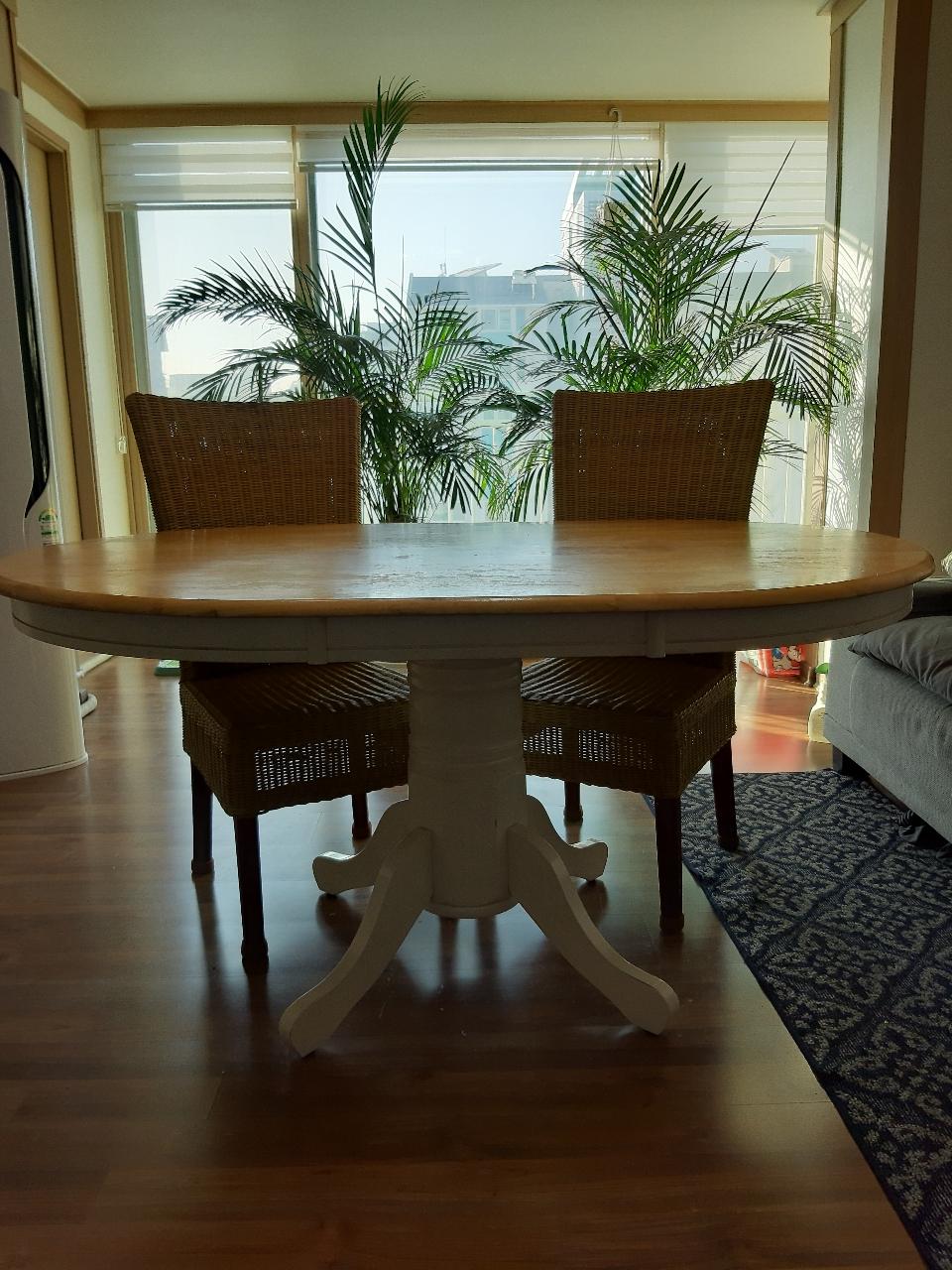 4인용 식탁 세트(원목식탁,라탄 의자)