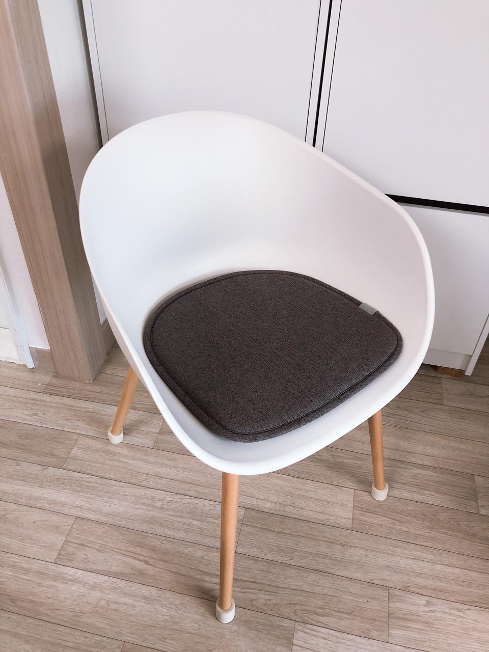 patra 인테리어 화이트 의자입니다.(의자패드 포함)