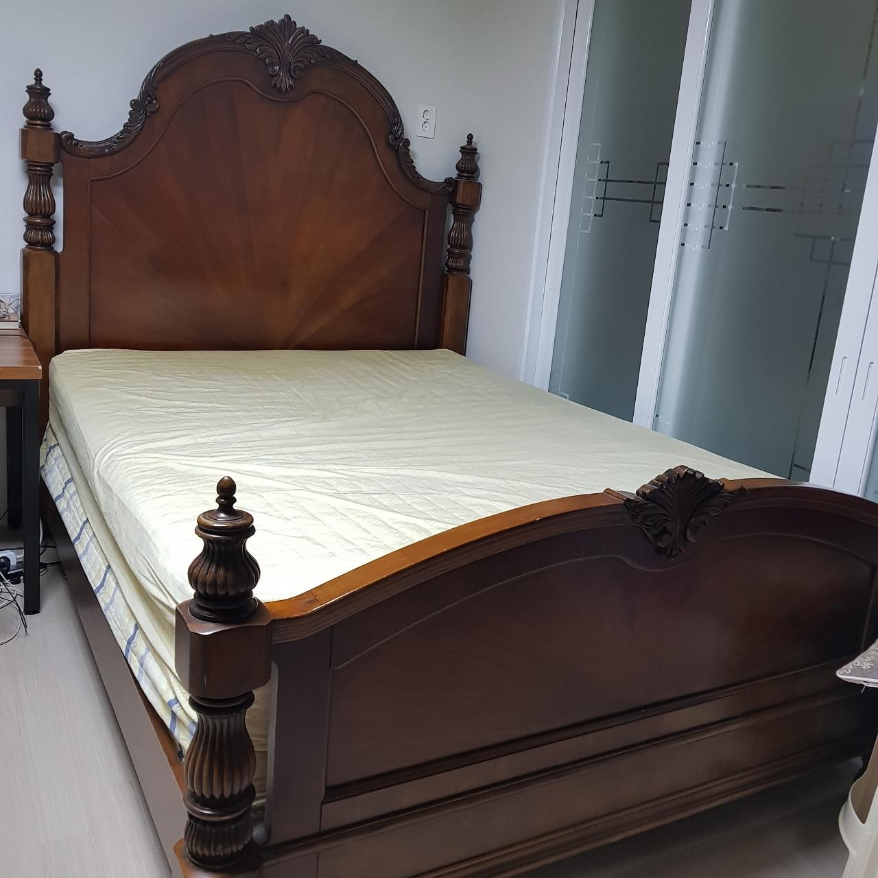 침대.퀸사이즈