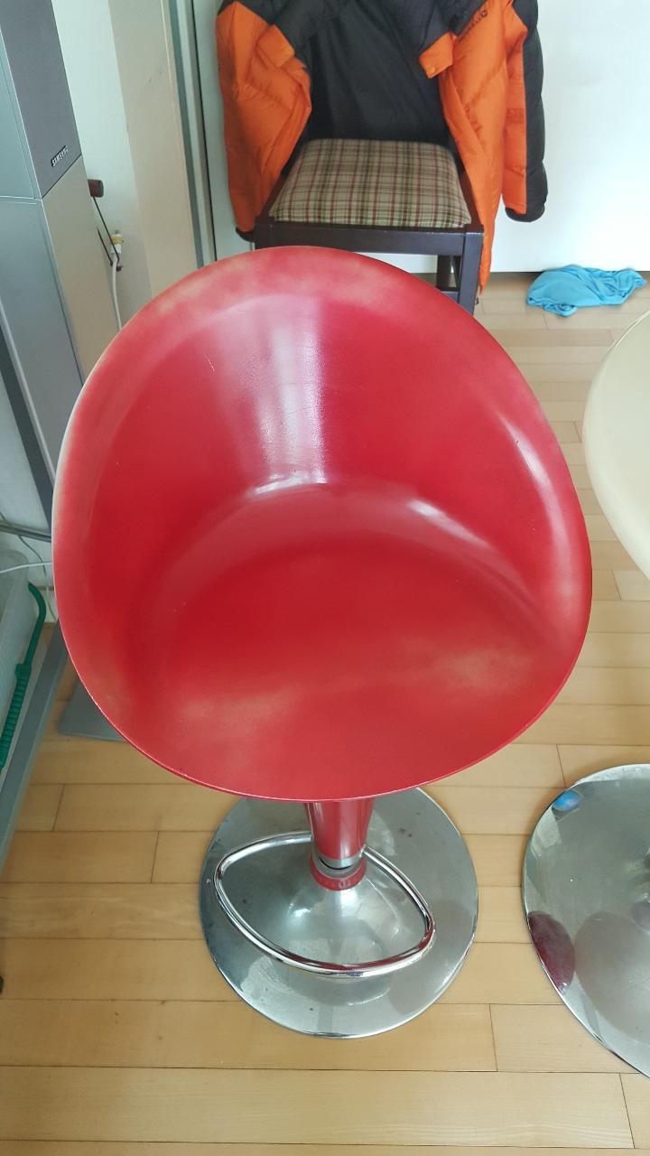 [팝니다, 가격수정!] 거실 장식용(Bar용) 테이블, 의자 세트 팝니다.