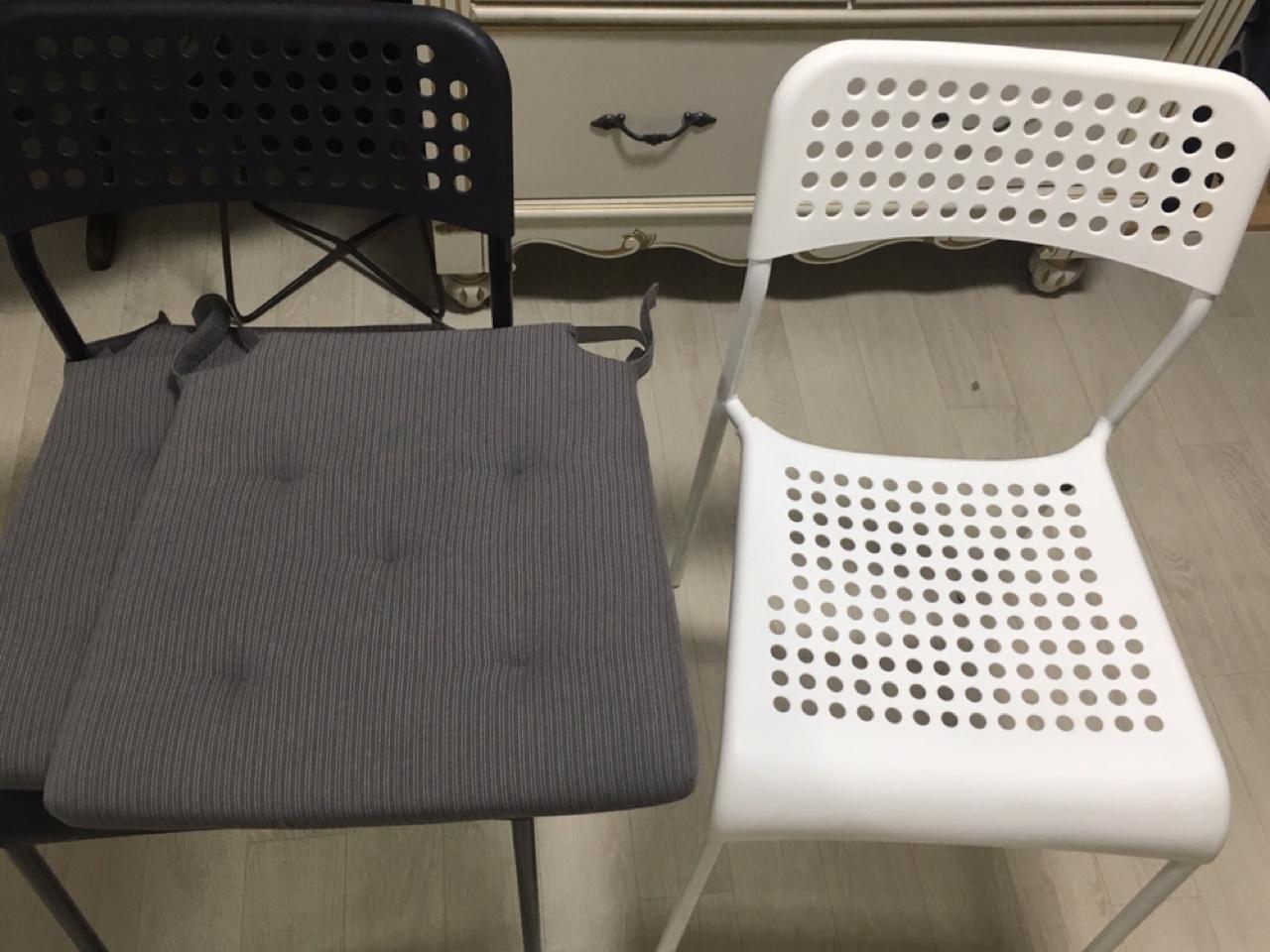 이케아 의자(ADDE)+의자패드(JUSTINA) 2개