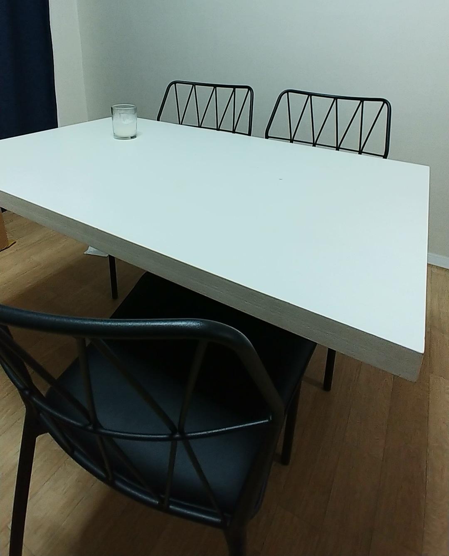 4인용 테이블