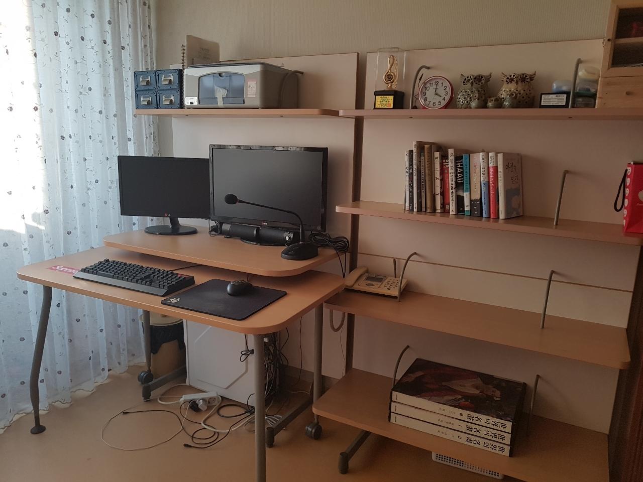 일룸  컴퓨터  책상과  책장