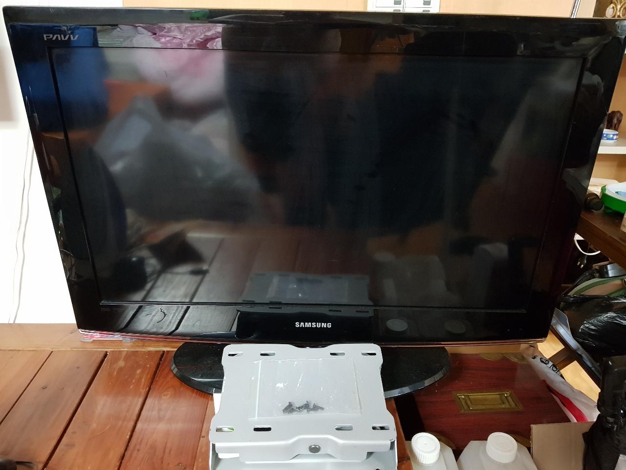 삼성파브 32인치lcd tv(벽걸이앵커포함)