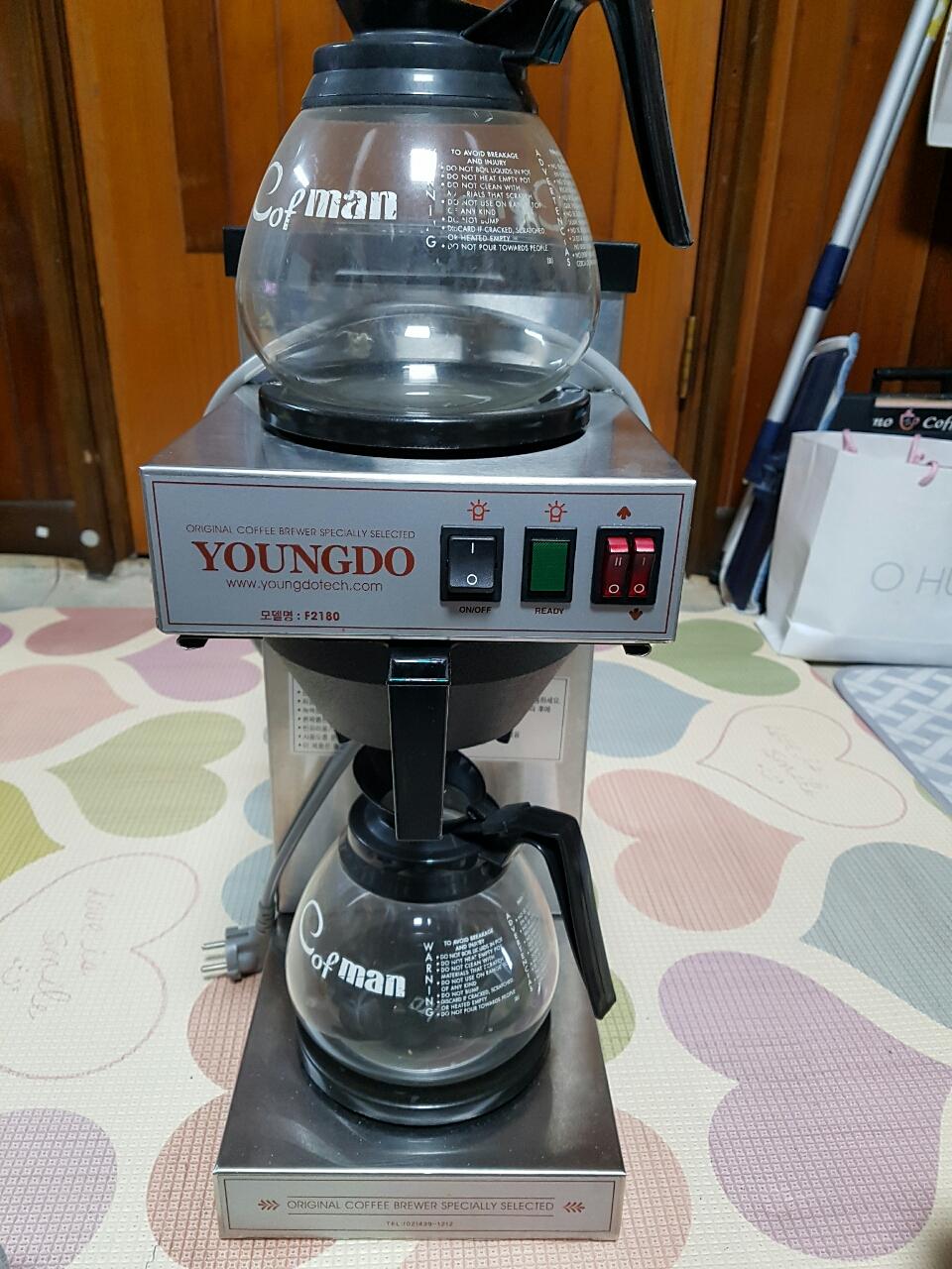 커피브로워.(영업장.사무실.가정에서커피내리는기계.디켄터하나에12잔.깨끗해요.드립방식이라 깔끔한맛이예요
