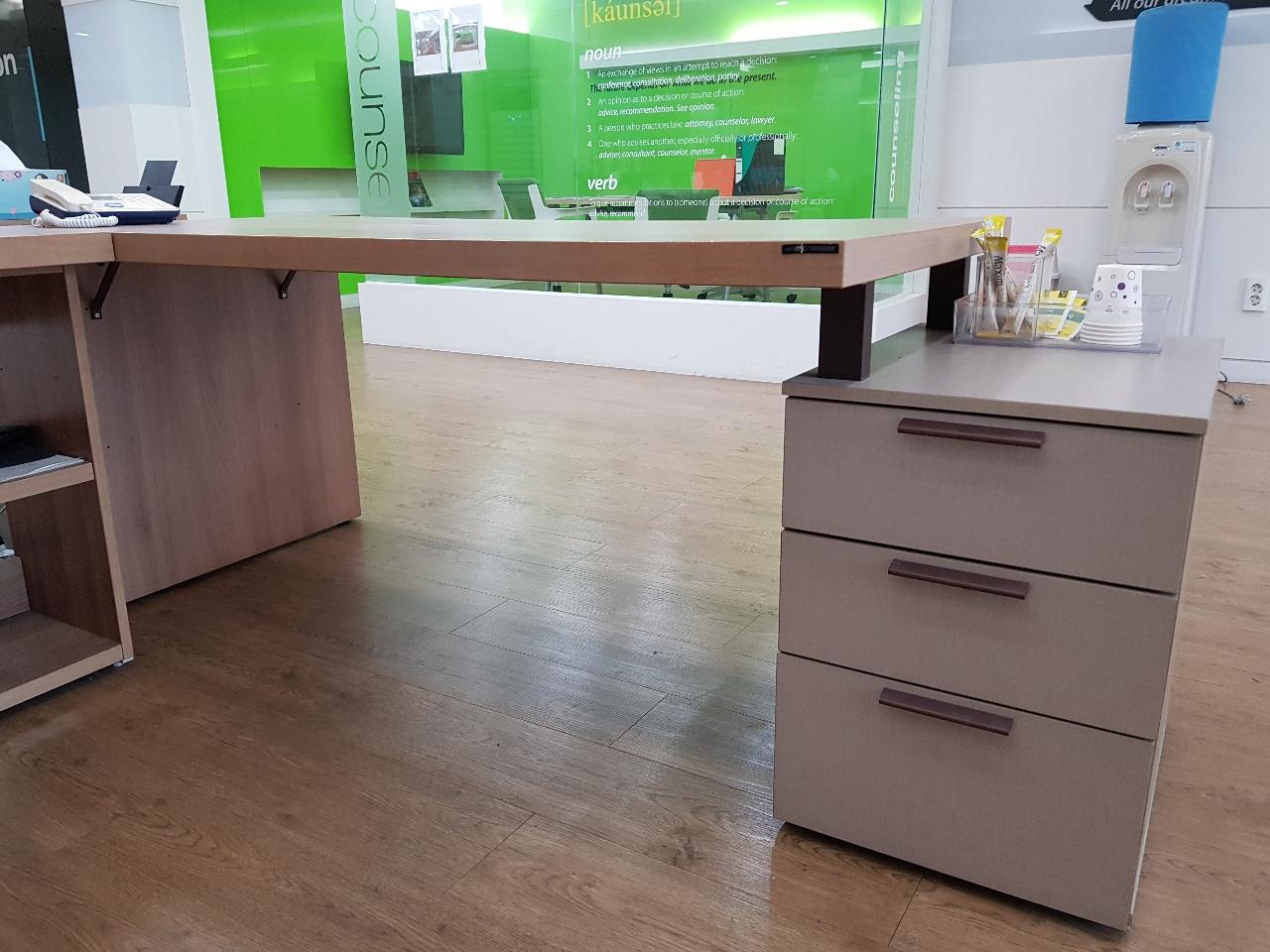 책상과 의자 원탁테이블