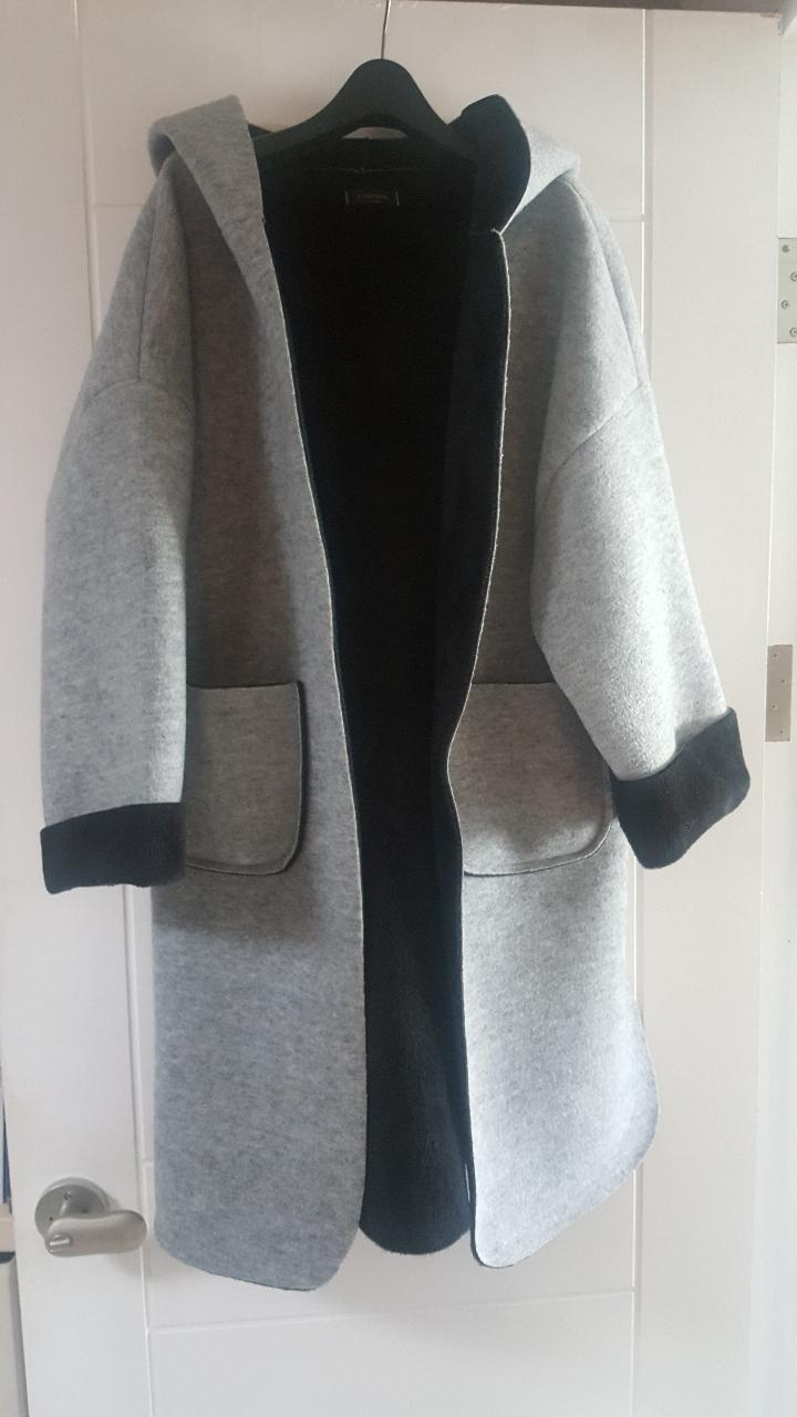 회색 코트