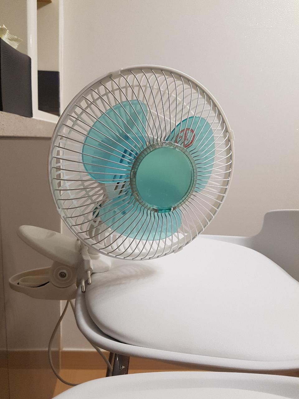 책상에 찝어 사용하는 미니 선풍기