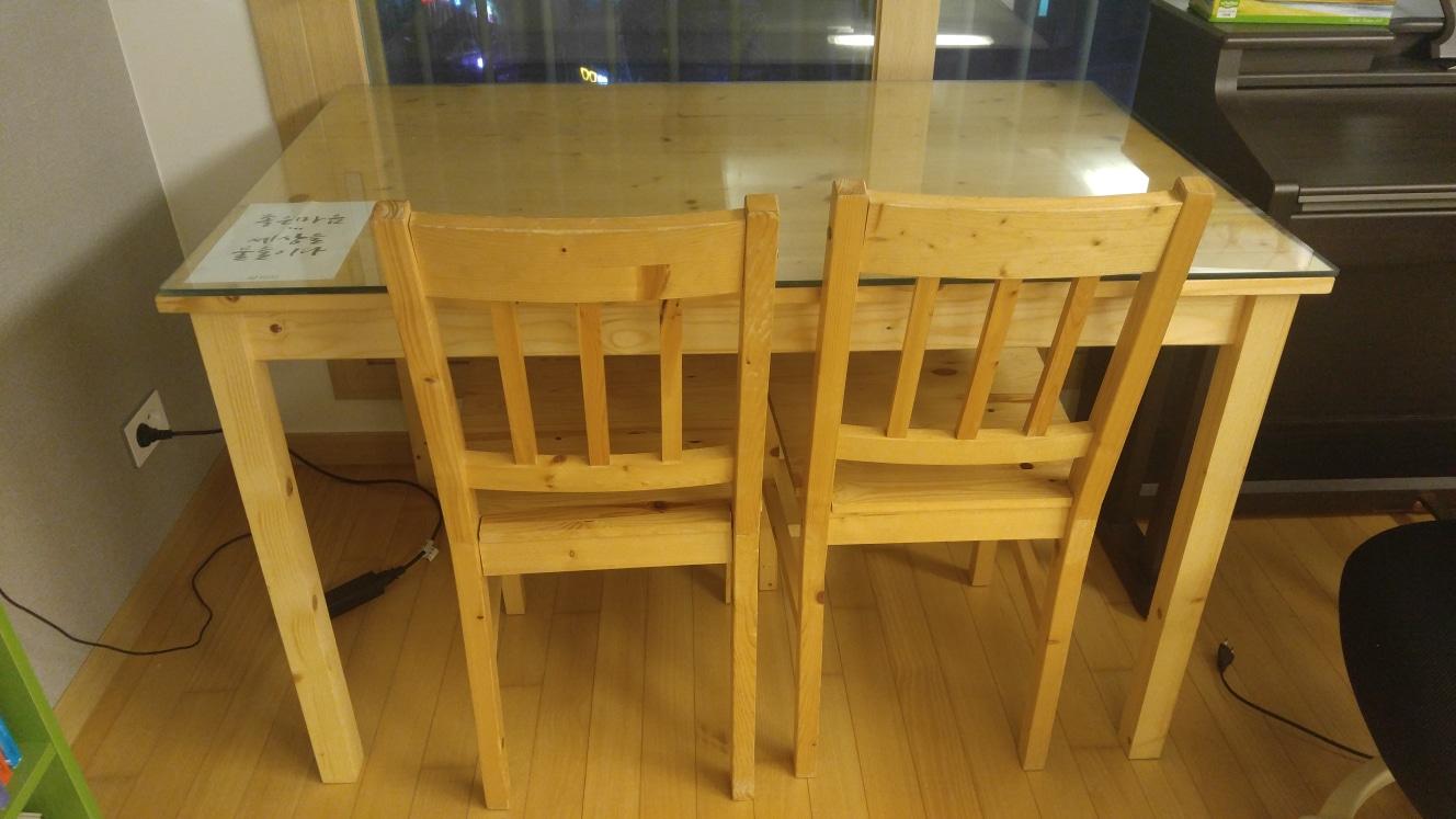 식탁 및 의자  가벼운 원목  무료로 드립니다