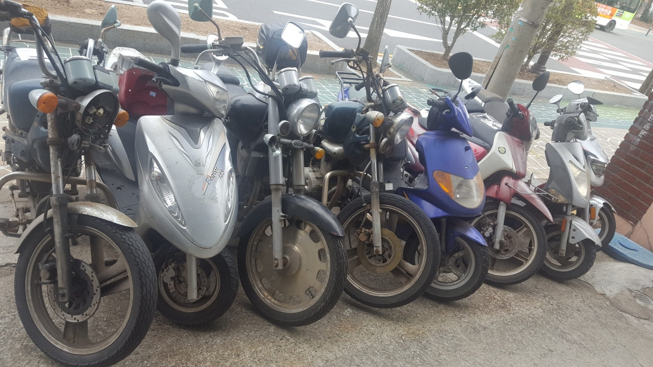 못쓰고 방치된 오토바이 처리