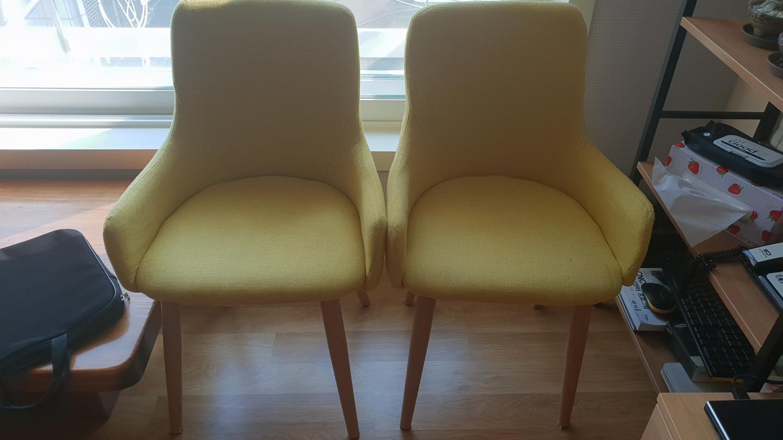 노랑의자 2개 팔아요.