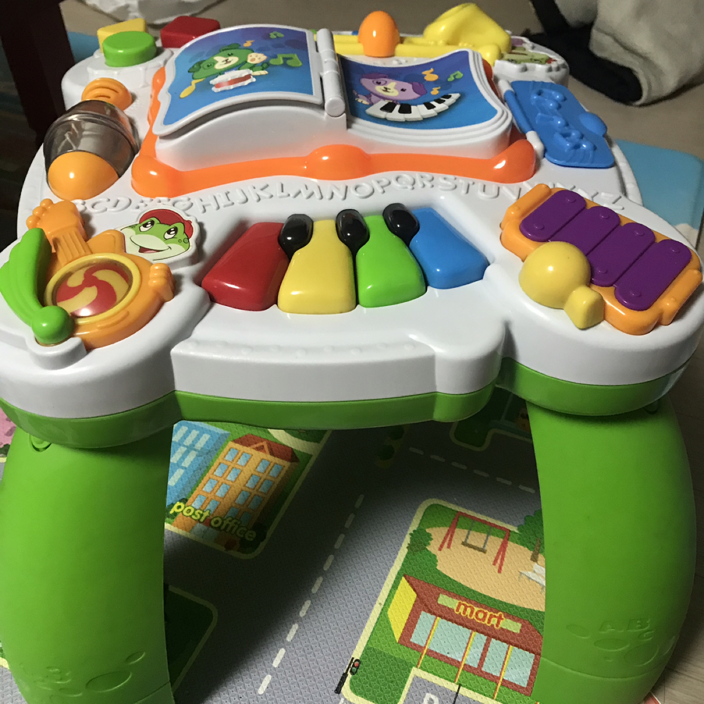 Leap frog 뮤지컬 테이블 입니다 애기들이 가지고 놀 수있는 장난감입니다~