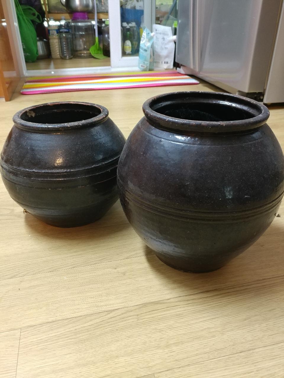 옹기 2개(항아리)