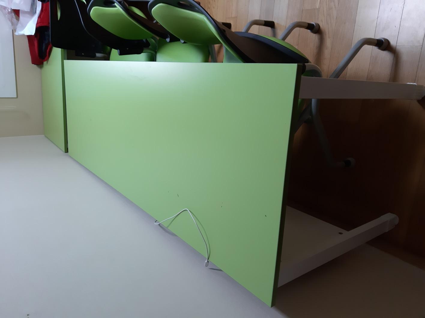 책상 3만원,의자2개세트1만원-총4만원,칠판1만원