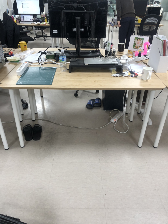 이케아 책상 HILVER 대나무상판 + ADILS 다리