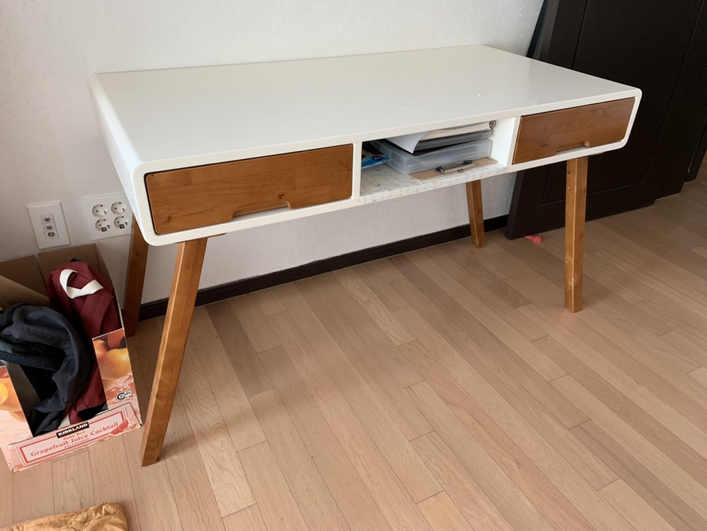 책상 및 화장대 (2개)