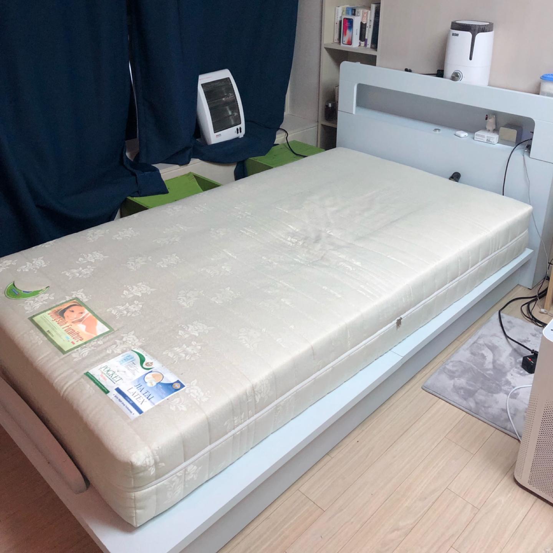 침대 메트리스 포함 판매합니다~!