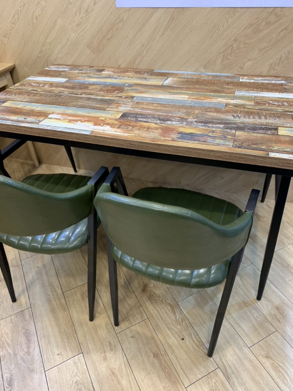 4인테이블 및 의자팝니디