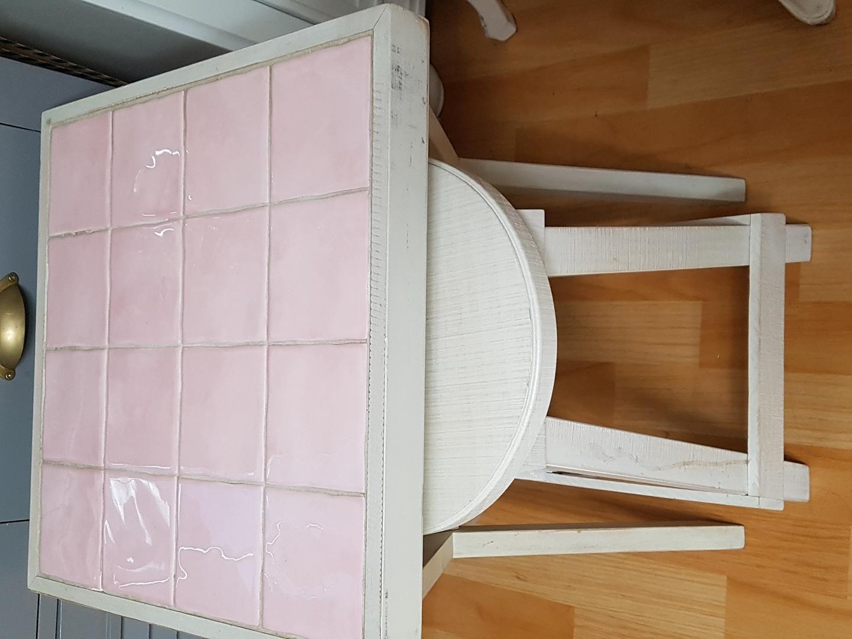 핑크타일테이블