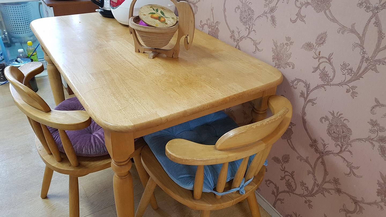 원목식탁과 의자2개