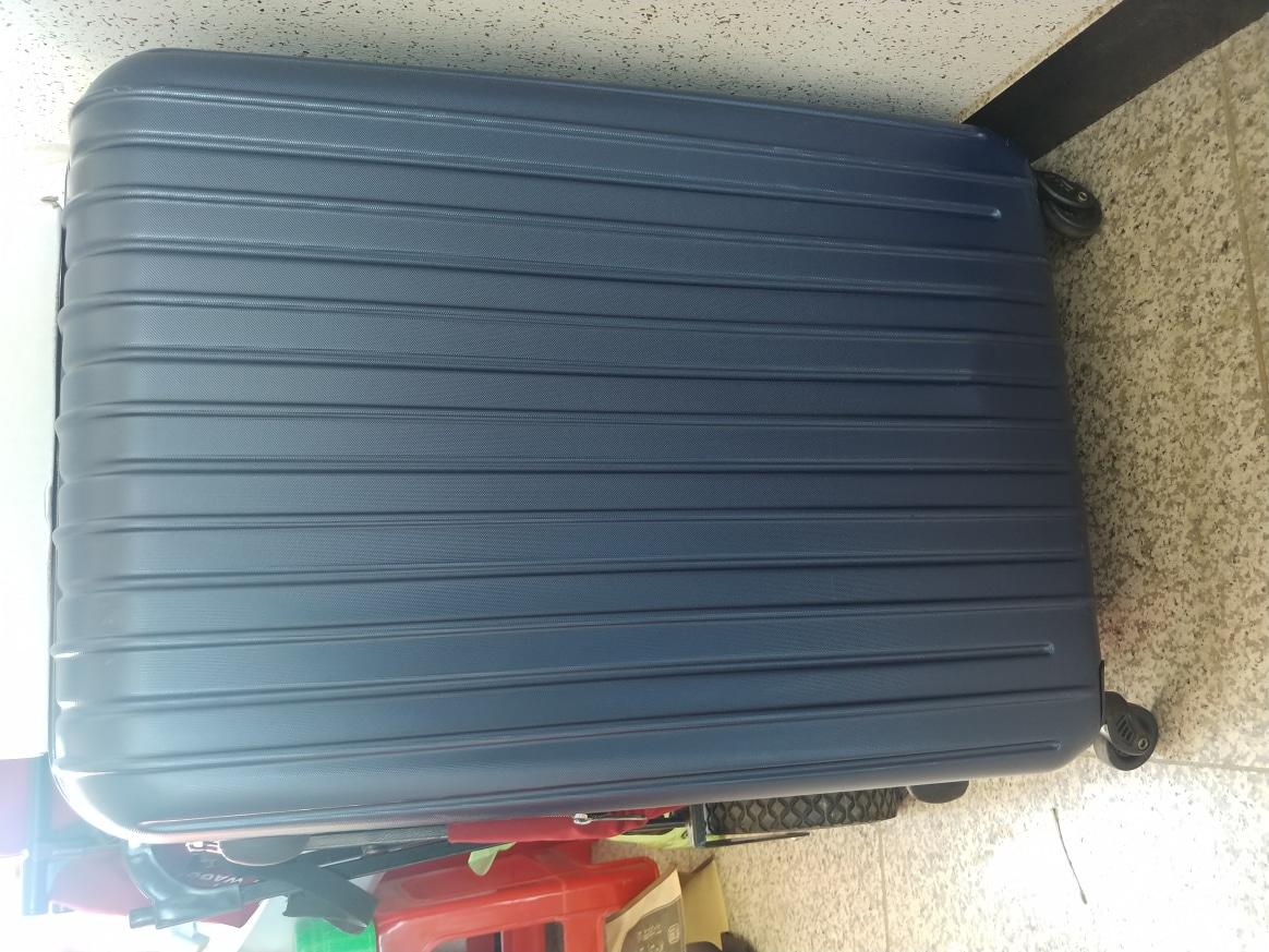 트렁크가방-깨짐있음