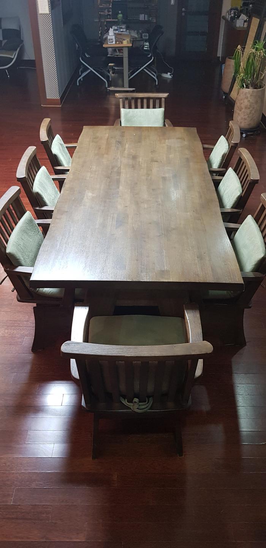 양성국갤러리, 카페테이블. 카페의자. 단체테이블. 원목식탁. 원목의자. 히카루의자
