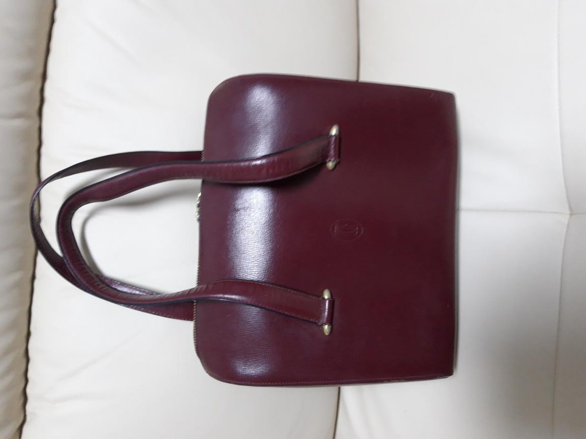 까르띠에 명품정품 비싼가방 보증카드있음 돈들어오는가방 오래된가방이라 싼가격 상태깨끗 가격조절가능 중고거래환불안됌