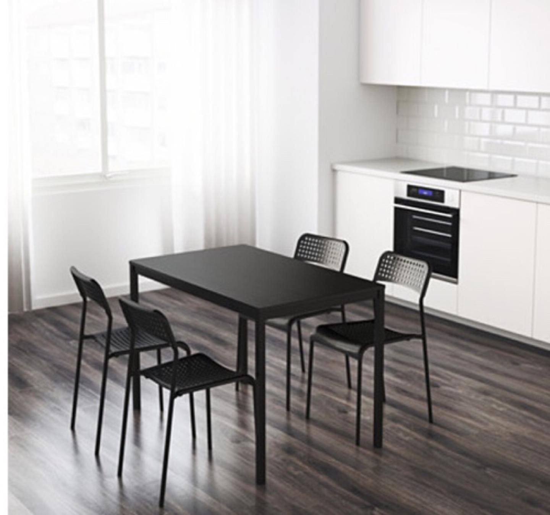 이케아 책상 겸 식탁  판매합니다(tarendo+ADDE4개)